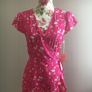 Pink floral faux wrap dress •Small•